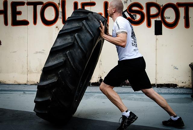 převracení pneumatiky jako cvik